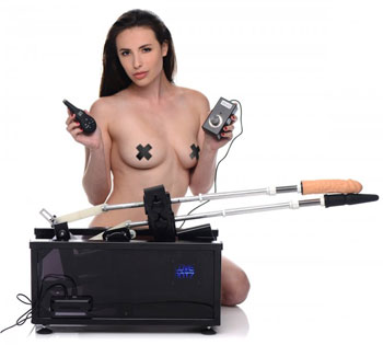 Athena's Ultimate Sex Machine met stotende vibrators
